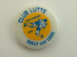 PIN´S LUTTE - SULLY SUR LOIRE PORCELAINE - Lutte
