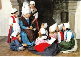 NORMANDIE PITTORESQUE, Groupe Folklorique De Tinchebray (Orne),La Calinière, Enfants, Grand-mère, Costume, Coiffe, - Costumi