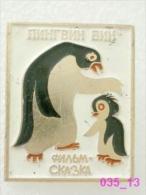 Animals: Bird Penguin - Sphenisciformes - Chick / Soviet Badge _035_an3594 - Animals