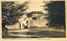 Brioux Sur Boutonne - L'entrée Du Grand Port - Brioux Sur Boutonne