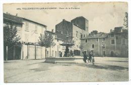 CPA -VILLENEUVE LES AVIGNONS -PLACE DE LA FONTAINE -Gard (30) -Circulé 1912 -Animée - Villeneuve-lès-Avignon