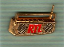 Pin´s  Média, Radio  R T L  Transistor  Doré  Verso  DECAT - Médias