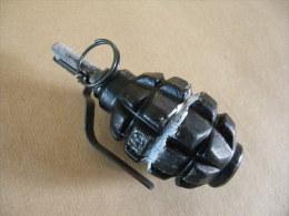Grenade Défensive Pays De L'Est Noire (inerte) - Equipement