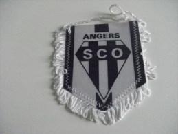 FANION - FOOTBALL - SCO ANGERS - Habillement, Souvenirs & Autres