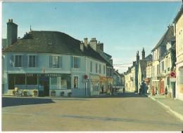 CPSM  Fr   (1978).  SAINT-AMAND-en-PUISAYE . La Place. - Saint-Amand-en-Puisaye