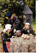 """NORMANDIE Saint Jacques De Nehou (50), Enfants Semblant Boire La """"goutte"""", Gourde Crapaud, Gobelet En Grès, Costume, - Costumes"""