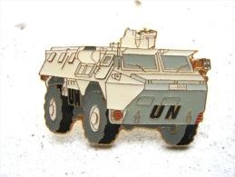 INSIGNE PINS EMAILLE ARMEE DE TERRE OPEX ONU VEHICULE LE VAB ETAT EXCELLENT - Militaria