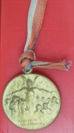 INSIGNE WW1  JOURNEE  Pour Les BLESSES De La TUBERCULOSE Métal Jaune  Embouti - 1914-18