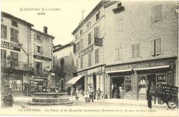 07/CPA A - La Louvesc - La Place Et La Chapelle Mortuaire - La Louvesc