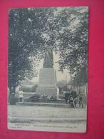 CPA 88  NEUFCHATEAU  MONUMENT ELEVE AUX COMBATTANTS MORTS EN 1870  ANIMEE ENFANT      VOYAGEE 1914 3 CACHETS - Neufchateau