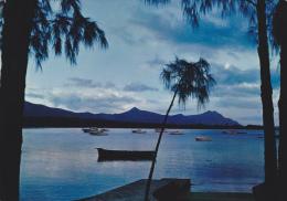 ILE MAURICE,MAURITIUS,archipel Des Mascareignes,océan Indien,ile Volcanique,crepuscule,bat Eau De Peche - Postcards