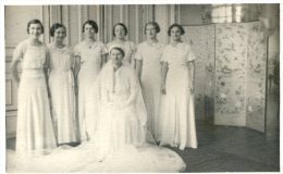Une Mariée Et Ses Demoiselles D´honneur - Cartes Postales