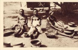 Woman Poterie - Belgisch-Congo - Varia