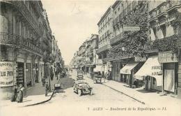 AGEN 412 CPA  AGEN   Boulevard De La République  Animation    Belle Carte - Agen