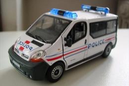 - Police France - Renault Trafic - 2003 1/43 Polizia Polizei Politie     Francia - Zonder Classificatie