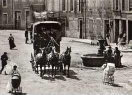 La Vie D´autrefois Les Annees 1900 Arrivee De La Diligence, Landaus, CPM - Métiers