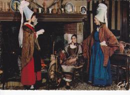 NORMANDIE Fileuse Du Relai Du Roy, Près De Lisieux, Coiffes Sabot D'Yvetot, Groupe  Tournoi De La Duchesse De Normandie - Costumes
