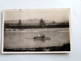Carte Postale Ancienne : LYON : Le Rhone Et L' Hotel-Dieu Avec Bateau Dragueuse - Lyon