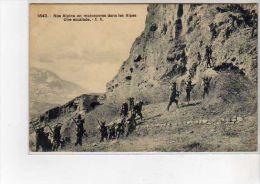 Nos Alpins En Manoeuvres Dans Les Alpes - Une Escalade - Très Bon état - France
