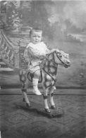 ��  -  Carte Photo non Situ�e  -  Jeune Gar�on sur un Cheval de Bois    -  ��