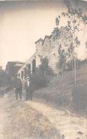 ��  -  Carte Photo non Situ�e  -  Deux Hommes devant un Chateau    -  ��