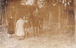 ��  -  Carte Photo non Situ�e  -  Groupe de Personnes dans une For�t  -  Femme sur un Cheval, Militaire  -  ��