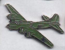 Superbe Pin´s En EGF , Aviation , Avion Militaire , Armée - Aviones