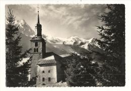 Cp, 74, Chamonix, Eglise Saint-Michel Et Vue Le Mont-Blanc, Voyagée - Chamonix-Mont-Blanc