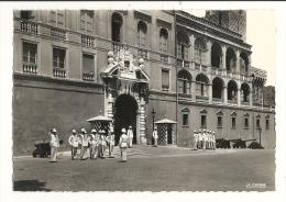 Cp, Monaco, La Relève De La Garde Devant Le Palais Du Prince - Palais Princier