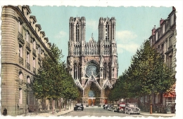 Cp, 51, Reims, La Cathédrale De Reims, Et La Rue John Rockfeller - Reims