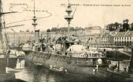 CPA 29 BREST ENTREE D UN CUIRASSE DANS LE PORT 1900 - Brest