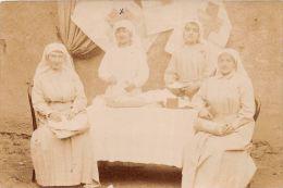 ��  -  Carte Photo non Situ�e  -  Quatre Religieuses de la Croix Rouge pendant la Guerre 1914 - 1918   -  ��