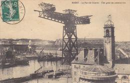 CPA BREST FINISTERE LE PORT DE GUERRE UNE GRUE EN CONSTRUCTION 1910 - Brest
