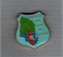 Pin´s  PÊCHE,  FEDERATION  Des  A.A.P.P  Du  HAUT - RHIN  ( 68 ) - Asociaciones