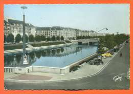 """Dpt  14  Caen   """"  La Riviere L'orne Et Les Quais  """"  Cpsm Gf - Renault 4 Ch Et Dauphine - Caen"""