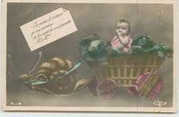 ENFANT DANS UNE CHARRETTE  Tirée Par Un Escargot.(carte Vendue En L'état) - Scènes & Paysages