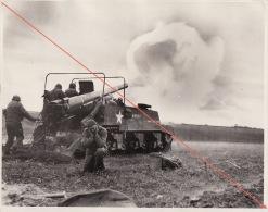 Grande Photo Guerre Offensive Des Ardennes WWII Canon Sur Tank Sherman Légendée Au Dos - Guerre, Militaire
