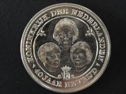 1985 - Médaille Commémorative Argent - Pays-Bas - 38 Mm  - 1945-1985 - 40 Jaar Bevrijd - Koninkrijk Der Nederlanden - Pays-Bas
