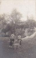 Enfants - Carte-Photo -  Garçons - Jardin Parc - Villa - Grupo De Niños Y Familias