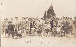 Enfants - Carte-Photo -  Bains De Mer  Plage  - Pêche - Grupo De Niños Y Familias