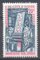 Cote D'Ivoire YT N°299 Impression Sur Tissus Neuf ** - Côte D'Ivoire (1960-...)