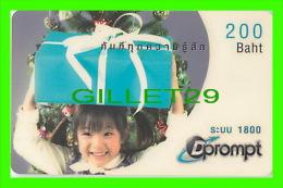 TÉLÉCARTES THAILANDE - DPROMPT - JEUNE FILLE AVEC UN CADEAU - 200 BAHT - 02/2005 - PHONECARDS THAILAND - - Phonecards