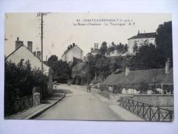 37 : Chateaurenault - La Route D´Amboise - Le Tourniquet - Animée : Petite Animation - (n°1243) - France