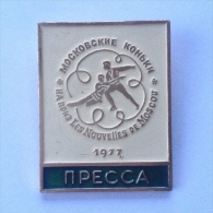 Badge / Pin ZN000453 - Ice Skating USSR SSSR CCCP Moskva Moscow News Trophy 1977 PRESSA - Patinaje Artístico