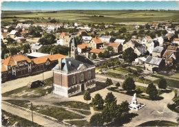 02 MOY De L' AISNE  Belle CPSM Colorisée  Vue D' Avion  Hotel De Ville Monument Aux MORTS Maisons à Travers CHAMPS 1964 - Francia