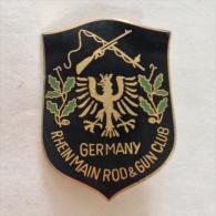 Badge / Pin (Shooting Weapons) - Germany (Deutschland) Rhein Main Rod & Gun Club - Badges