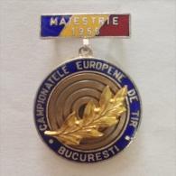 Badge / Pin (Shooting Weapons) - Romania București (Bucharest) European Championship 1955 MAIESTRIE - Badges