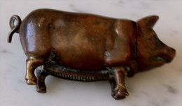 Pyrogène Vers 1900 Cochon En Laiton - Pyrogènes