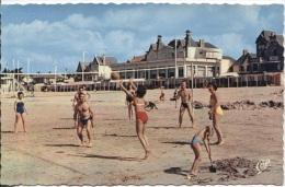 CPSM - PORNICHET - JEUX SUR LA PLAGE …( Volley-ball) - Edition C.A.P Paris / N°1608 - Volleyball