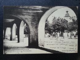 CP Carte Postale Castelnau Montratier Les Couverts Et Un Coin De La Place Gambetta (1) - Altri Comuni